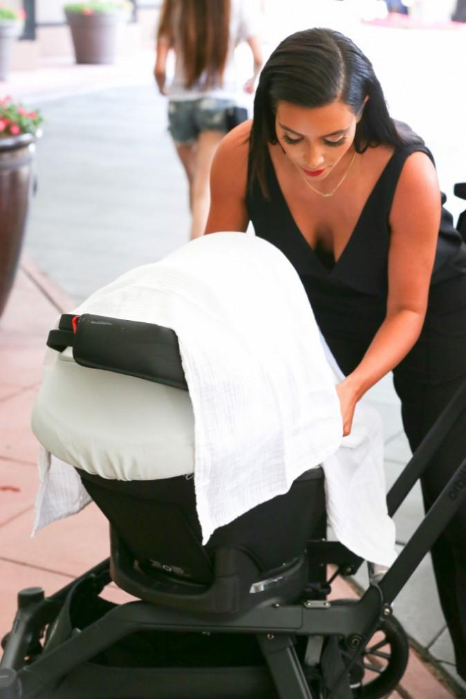 Photos : Kim Kardashian : après un shooting glamour, visite chez le pédiatre avec l'adorable North !