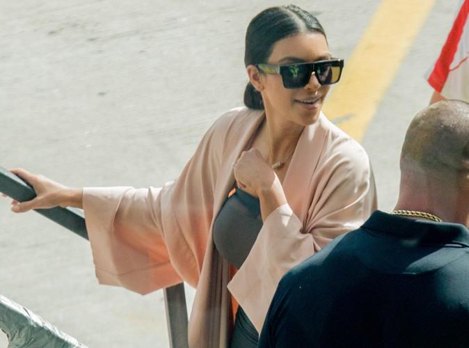 Kim Kardashian : bien moulée et tout sourire pour quitter Sydney !