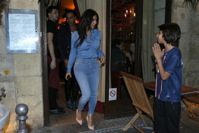 Photos : Kim Kardashian : bombesque la nuit tombée alors qu'elle a pris un méchant râteau de la part de Victoria Beckham !