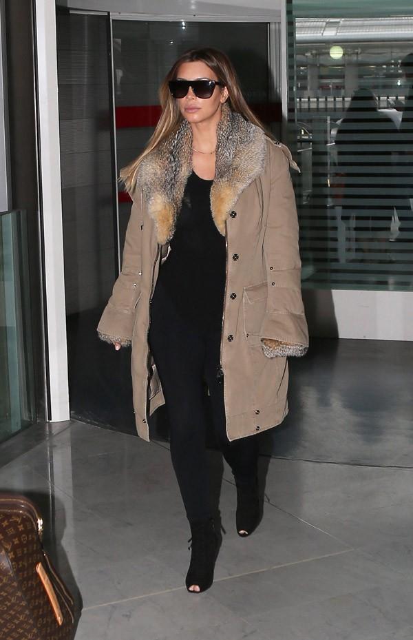 Kim Kardashian à l'aéroport Charles de Gaulle de Paris le 22 janvier 2014