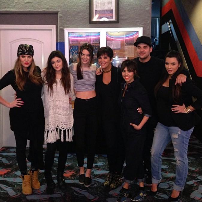 Kim Kardashian en famille au bowling pour l'anniversaire de sa soeur Kourtney, le 17 avril 2013.