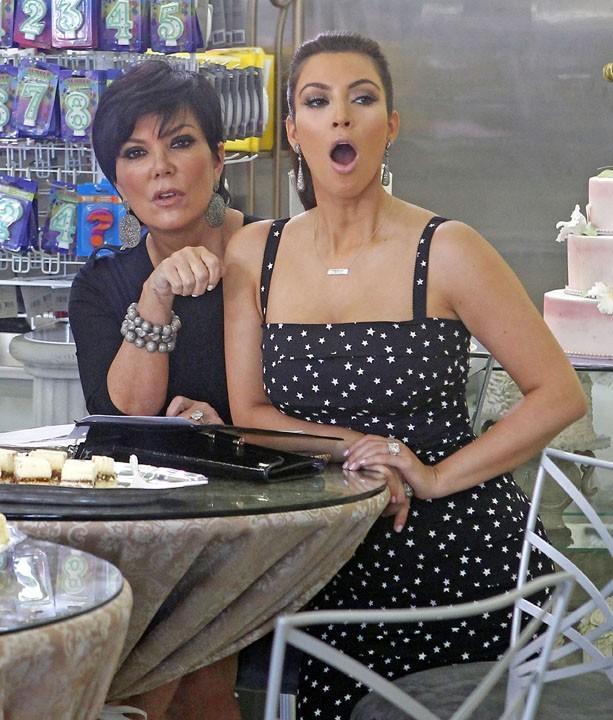 Accompagnée partout par sa maman, Kris Jenner !