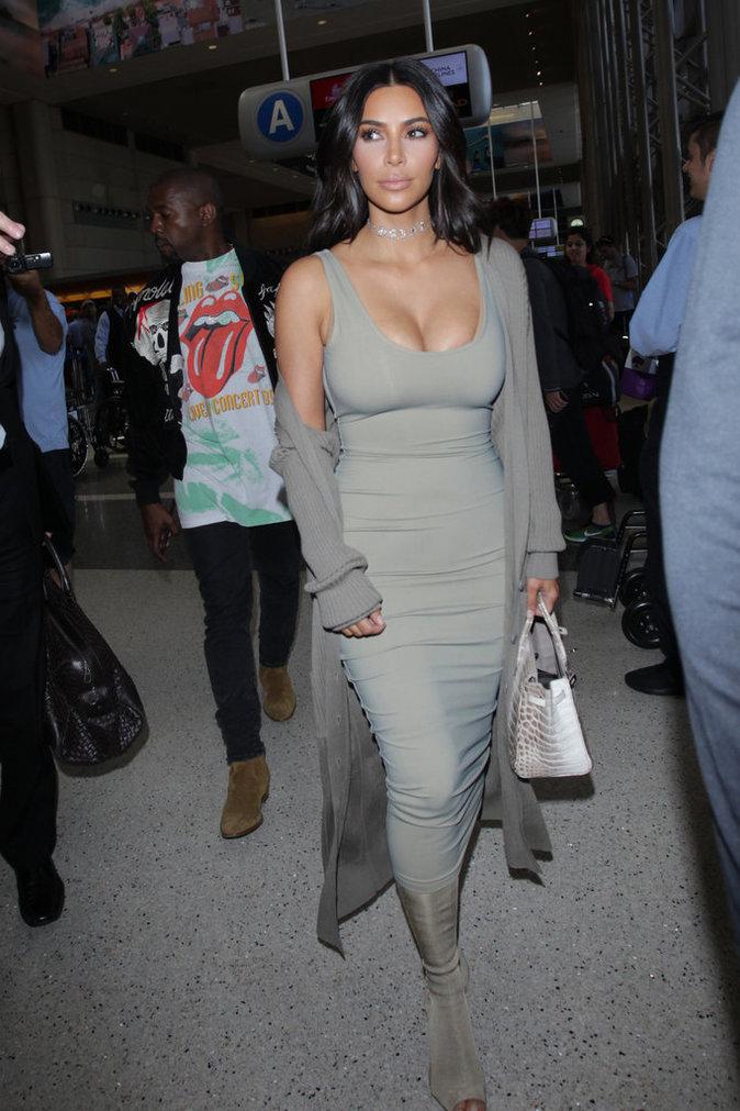 Photos : Kim Kardashian débarque à Paris et s'attaque au lobby des armes !