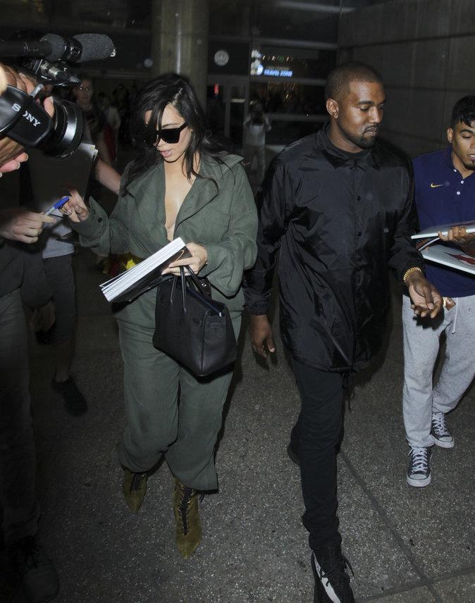 Kim Kardashian et Kanye West à l'aéroport de Los Angeles