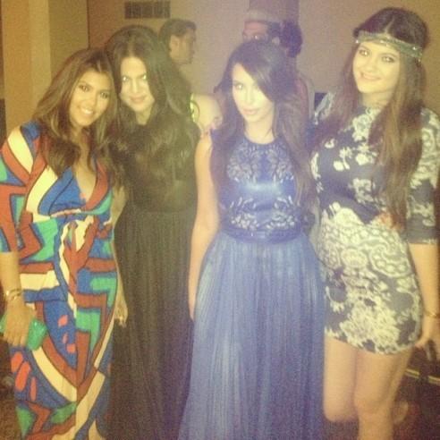 Kourtney, Khloe et Kim Kardashian aux côtés de leur petite soeur, Kylie Jenner !