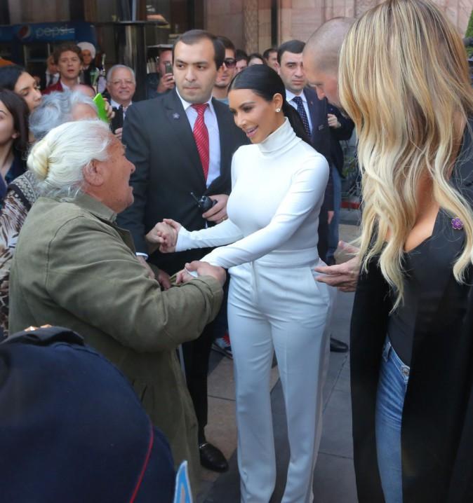 Photos : Kim Kardashian : derniers câlins avec ses fans arméniens, avant le baptême de North à Jérusalem !