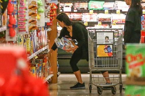 Photos : Kim Kardashian : des courses pas très gastro pour Noël !