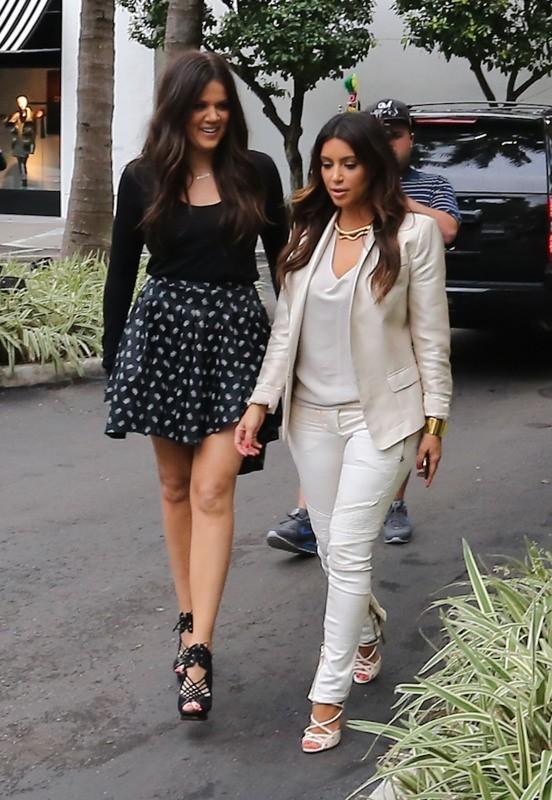 Khloe et Kim Kardashian à Miami, le 10 octobre 2012.