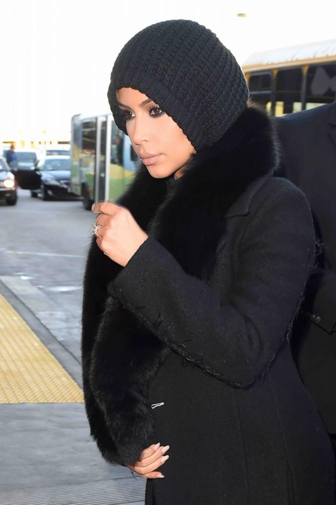 Kim Kardashian : elle affiche une petite mine avant de prendre l'avion !