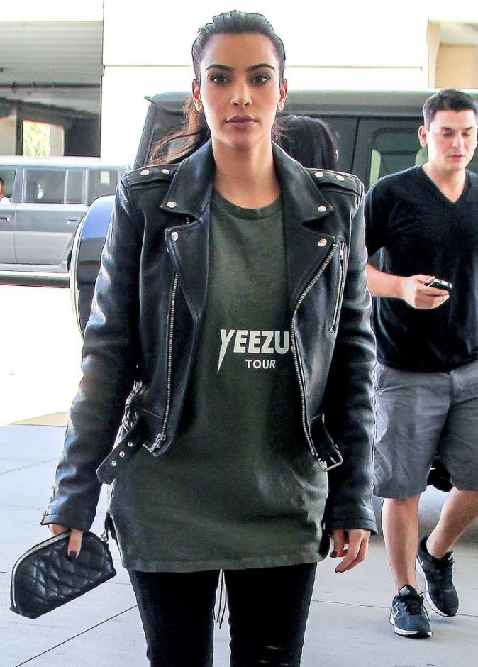 """Photos : Kim Kardashian : elle affiche une """"petite poitrine"""" et surprend les internautes !"""
