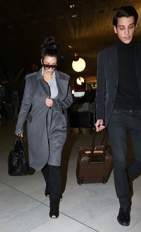 Kim Kardashian à l'aéroport Charles de Gaulle de Paris le 12 janvier 2013