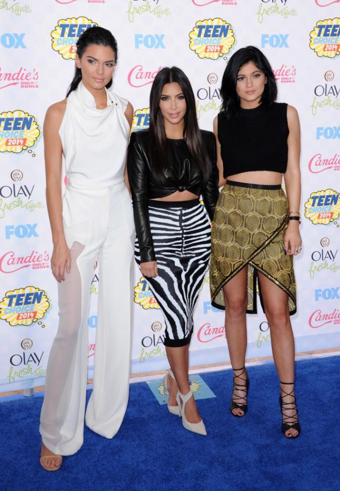 Kim Kardashian : elle était présente aux côtés de ses sœurs Kendall et Kylie aux Teen Choice Awards 2014 !