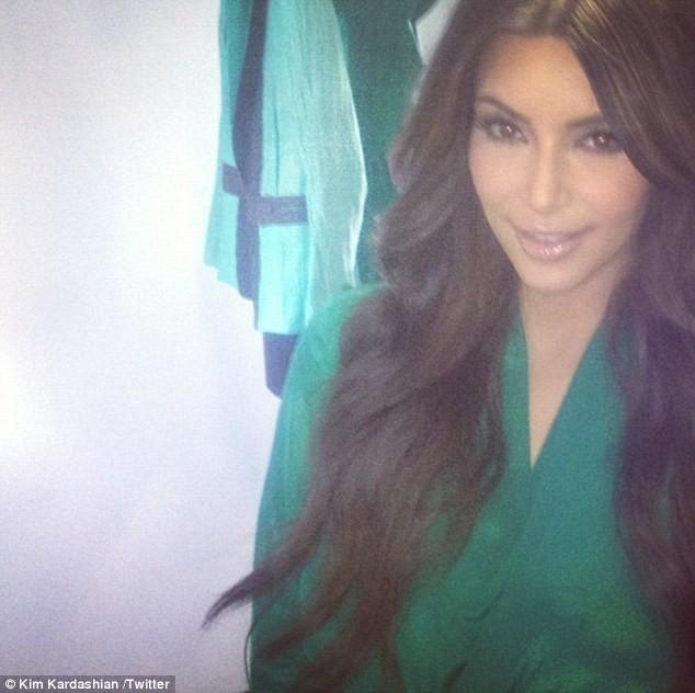 Kim Kardashian sur le tournage de sa pub pour Midori !