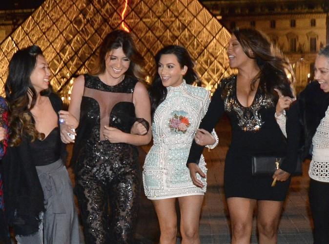 Photos : Kim Kardashian : en virée nocturne dans les plus beaux quartiers parisiens avec sa bande de copines !