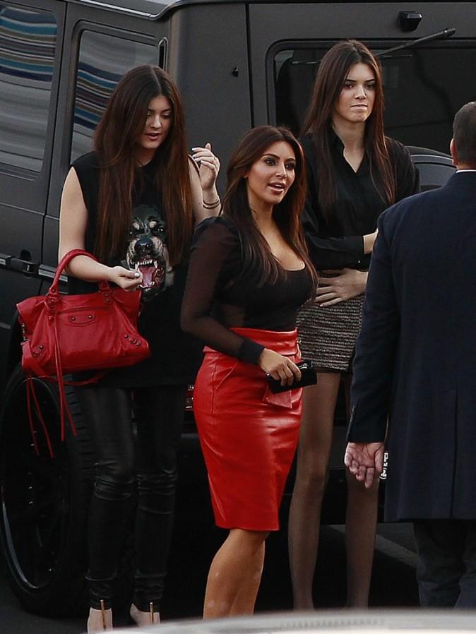 Kim Kardashian et soeurs Kylie et Kendall Jenner à Los Angeles, le 21 novembre 2012.