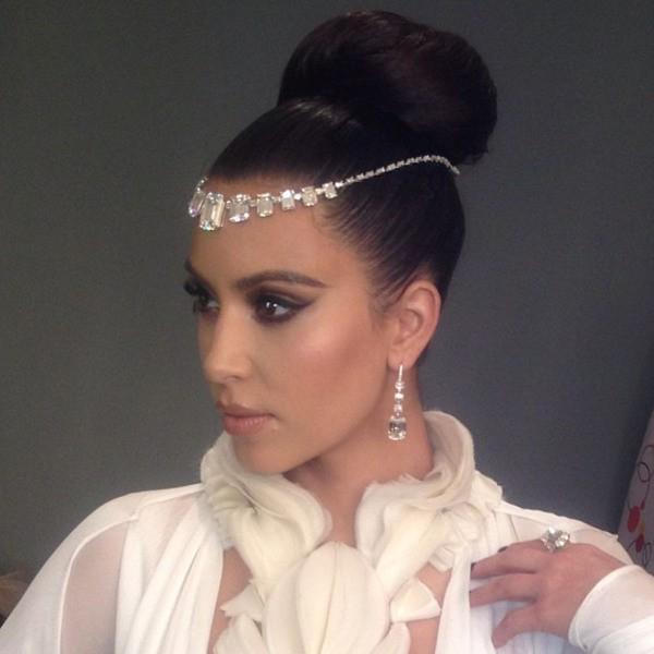 """Kim Kardashian : """"behind the scene"""" pour Hia Magazine."""