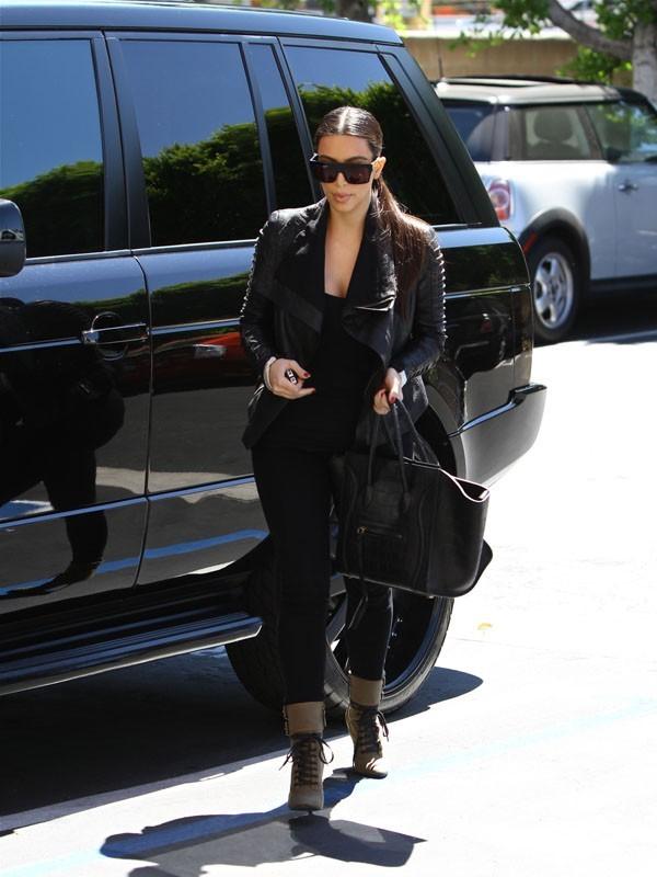 Kim Kardashian de sortie avec sa maman à Los Angeles le 24 juin 2012