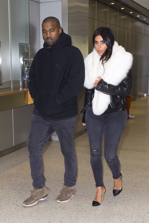 Photos : Kim Kardashian et Kanye West : arrivée tranquille mais boudeuse à New York !