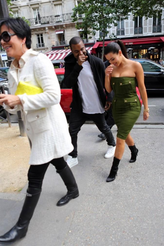 Kim Kardashian, Kanye West et Kris Jenner à Paris, le 17 juin 2012.