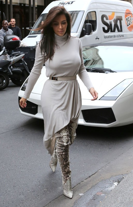 Kim est élégante aujourd'hui