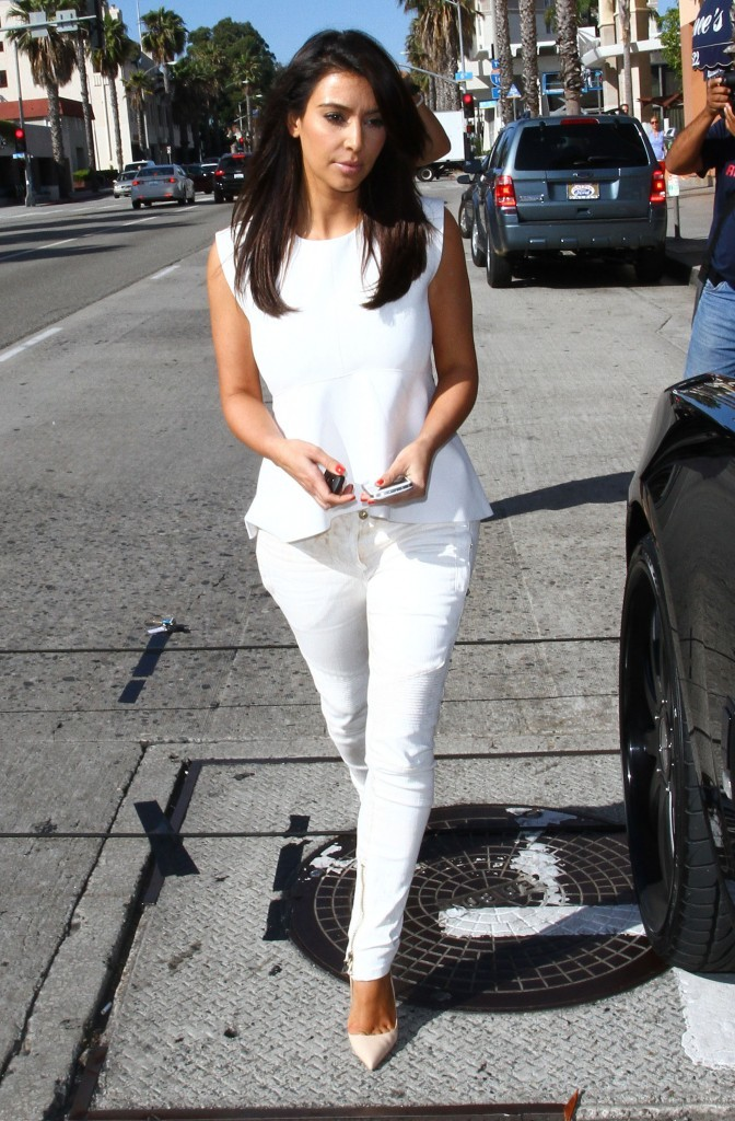 Kim Kardashian se rend dans un centre de laser à Studio City, le 28 juin 2012.