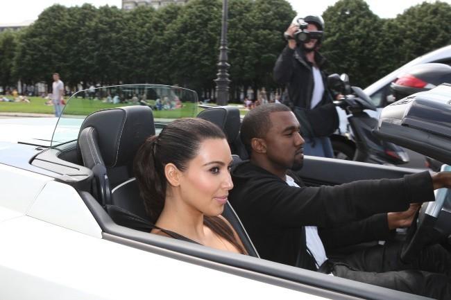 Promenade en Lamborghini pour le célèbre couple !