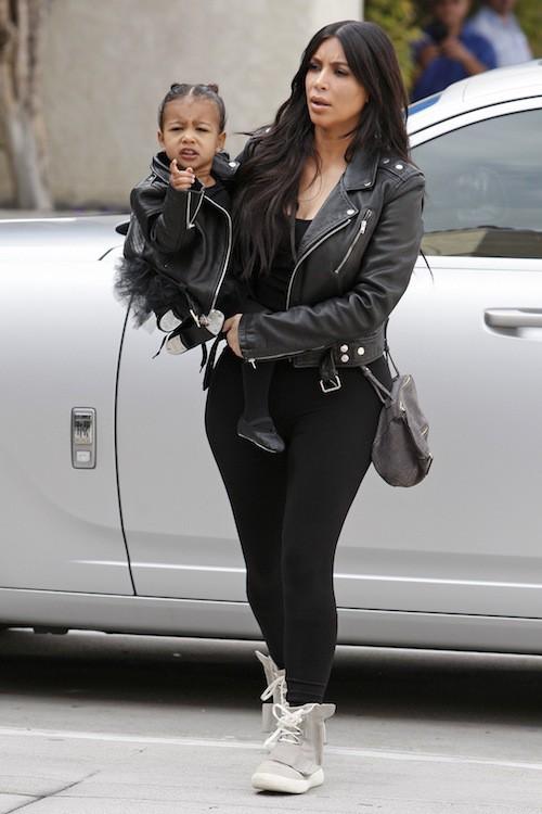 Photos : Kim Kardashian et North West, duo rock pour aller danser !