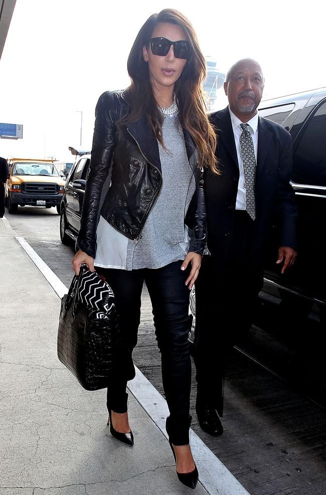Kim Kardashian le 26 septembre 2012, avant de prendre un avion à l'aéroport de Los Angeles