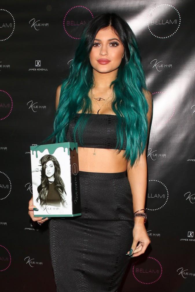 Photos : Kim Kardashian : fessier XXL bien moulé et poitrine généreuse aérée, elle met le paquet pour soutenir Kylie !