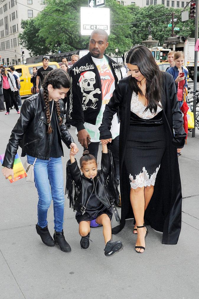 """Kim North Kanye et une proche partent à la comédie musicale """"Le Roi Lion"""""""