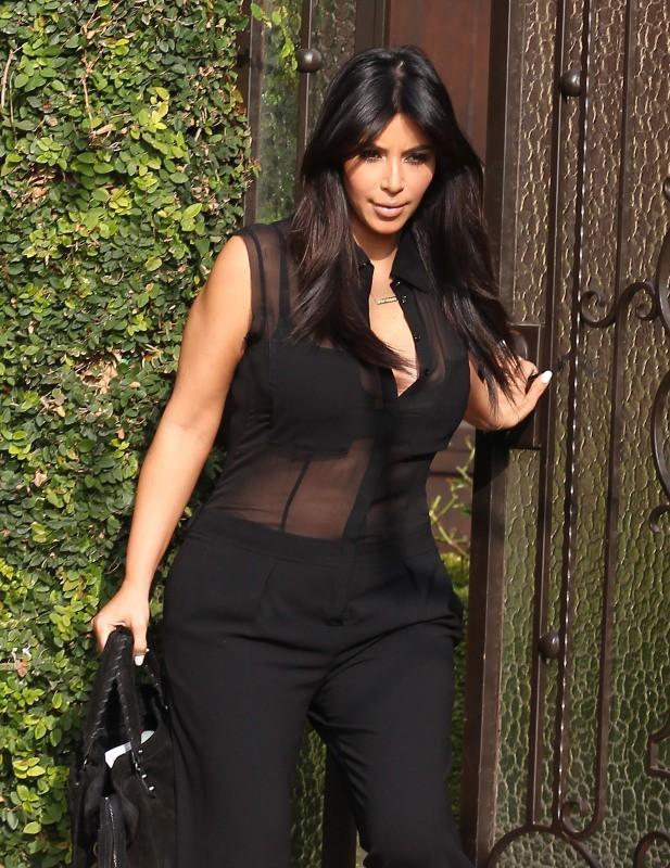 Kim Kardashian sortant de chez elle à Los Angeles, le 7 février 2013.