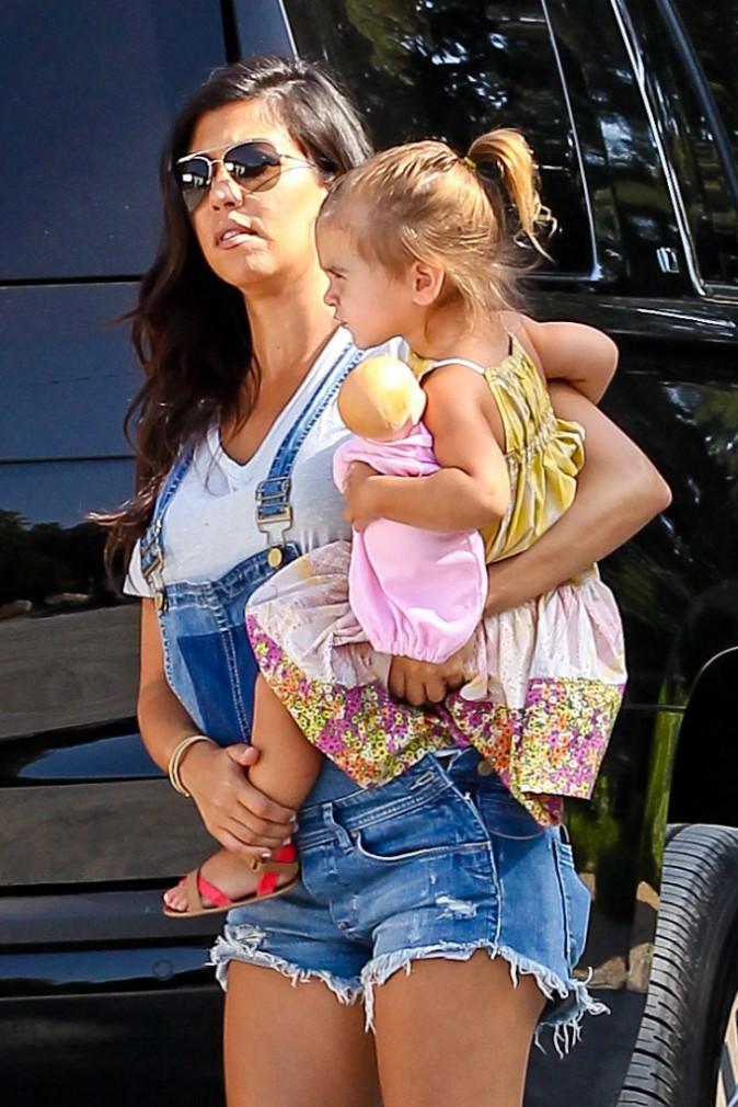 Photos : Kim Kardashian : gambettes à l'air et gros décolleté pour une virée à la ferme avec Kourtney et sa jolie tribu !