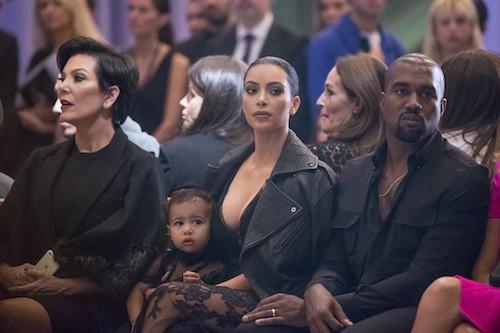Kris Jenner, Kim Kardashian, Kanye West et North West au défilé Givenchy le 28 septembre 2014, à Paris