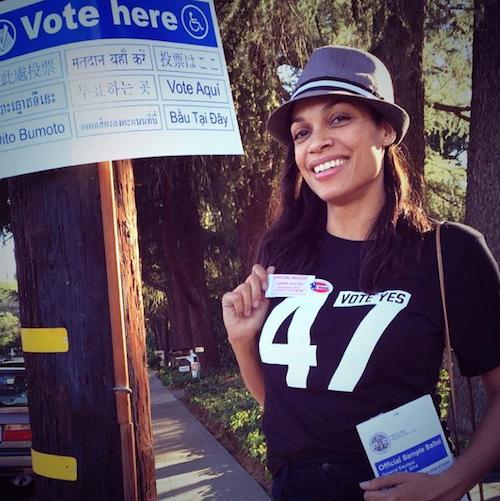 Rosario Dawson vote pour les élections de mi-mandat de novembre 2014 aux Etats-Unis