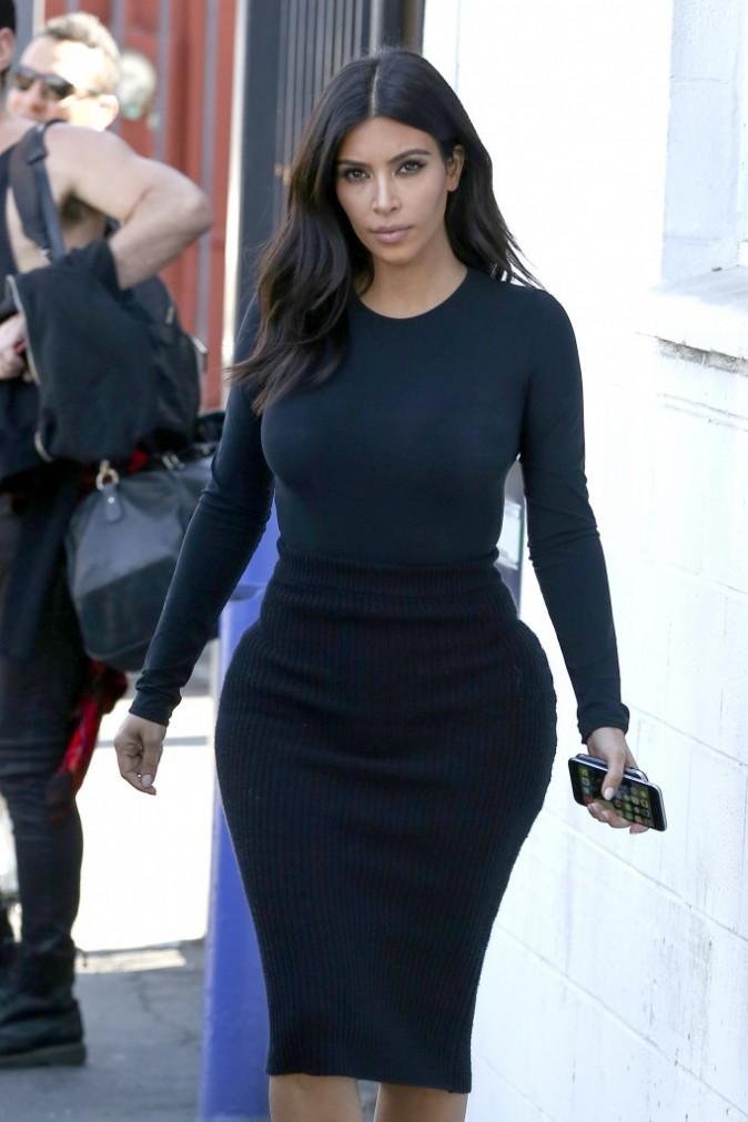 Photos : Kim Kardashian : la sexy mama retrouve le chemin du travail après avoir savouré son voyage à Hawaï !