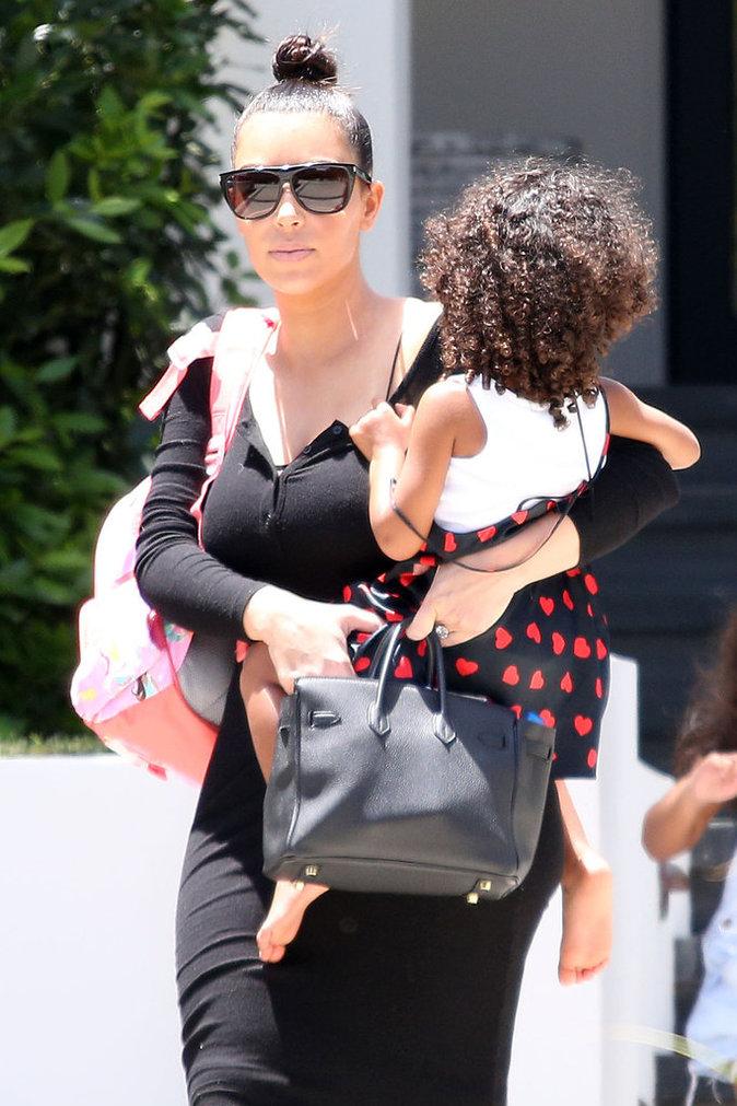Kim Kardashian, heureuse maman mais des défis encore compliqués à relever