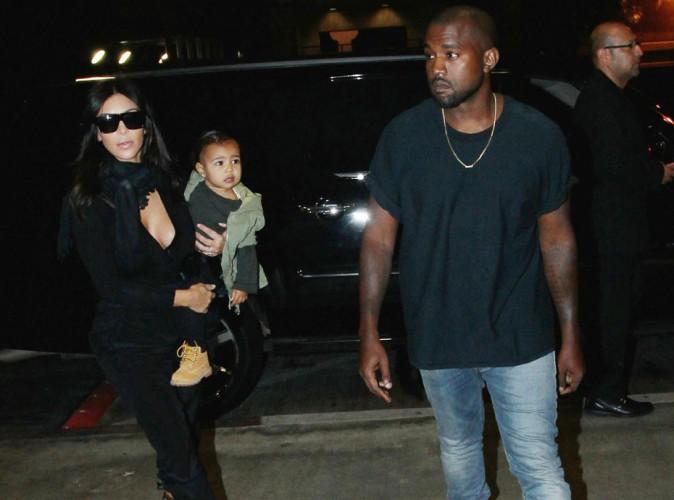 Kim Kardashian : look noir et d�collet� pour un nouveau voyage avec Kanye et North !