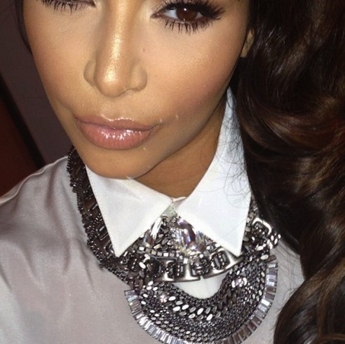 Kim Kardashian et son collier Dannijo Morgan.