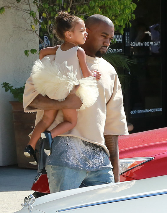 Kanye West et North dans la banlieue de Los Angeles le 7 octobre 2015