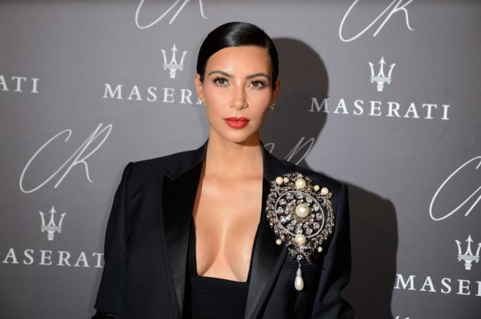 Kim Kardashian : maxi d�collet� et cheveux plaqu�s, elle met le paquet pour Carine Roitfeld !