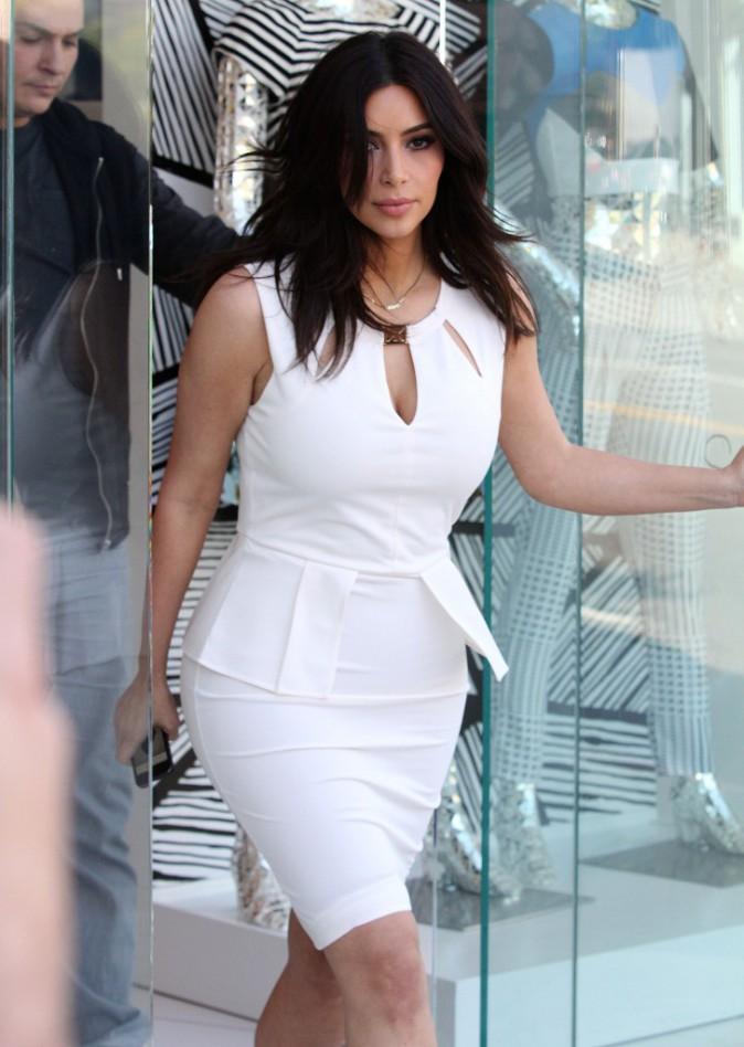 Kim Kardashian en visite dans sa boutique Dash à Los Angeles, le 17 mars 2014.