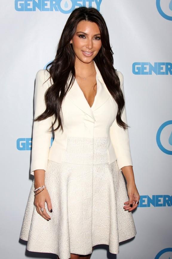 Kim Kardashian a débuté sa soirée par un gala de charité...