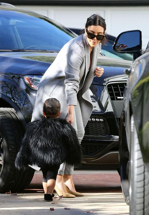 Kim Kardashian et North à Beverly Hills le 28 novembre 2014