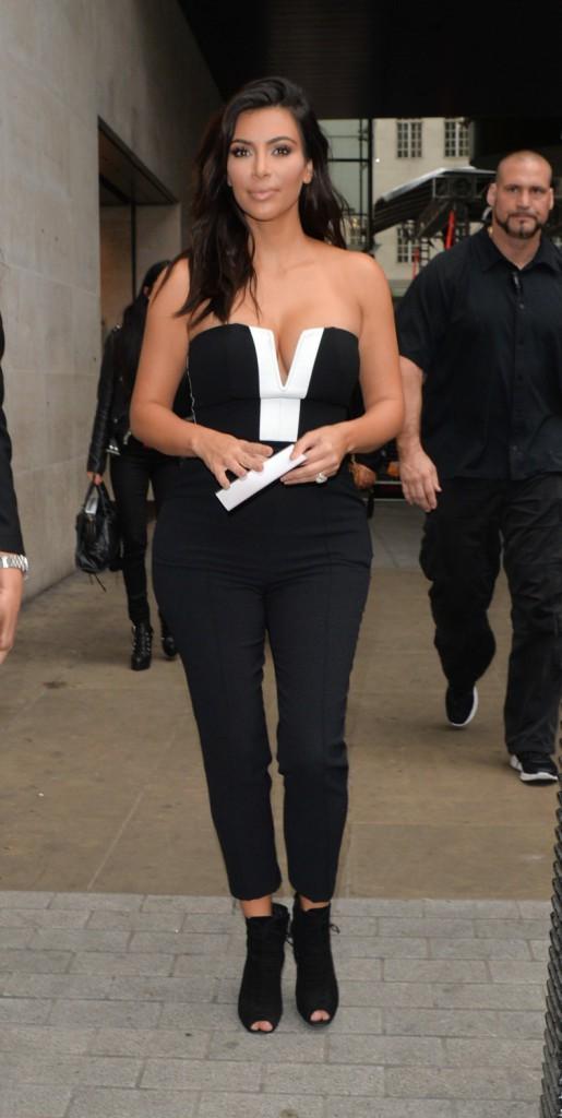 Photos : Kim Kardashian : nouvelle apparition remarquée pour la femme de l'année gonflée à bloc !