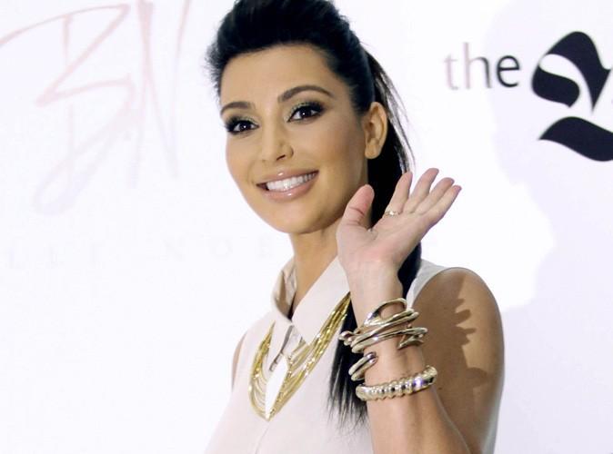 photos kim kardashian pour nous vendre ses bijoux elle ne fait pas dans la subtilit. Black Bedroom Furniture Sets. Home Design Ideas