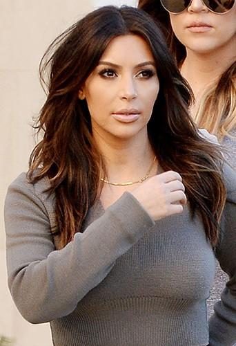 Kim et Khloé Kardashian à Los Angeles le 1er février 2014