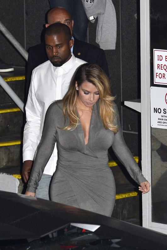 Kim Kardashian et Kanye West à la sortie de l'Opera de Los Angeles le 11 octobre 2013
