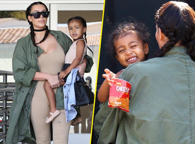 Kim Kardashian se promène avec sa fille North West