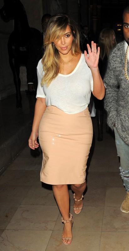 Kim Kardashian à la sortie de l'hôtel Costes à Paris, le 30 septembre 2013.