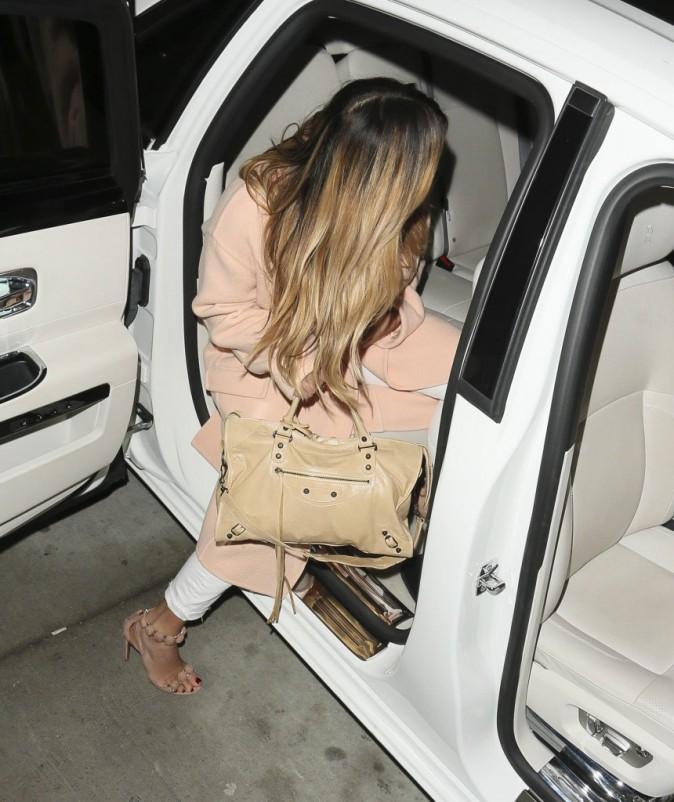 Photos : Kim Kardashian : silhouette amincie, visage affiné, chevilles dégonflées… la bombasse est de retour !